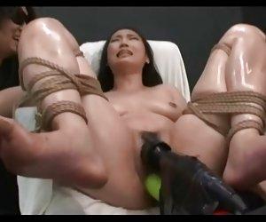 Asiático adolescente hecho de alcanzar el orgasmo con herramientas eléctricas perras con hombres xxx
