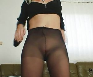 Bibi fox le gusta las medias y pantimedias negro consolador masturbación