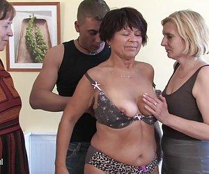 mamá mamá y la mamá follada por no su hijo