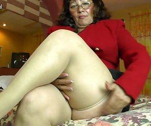 Caliente amateur, latina, madura, mamá jugando con su coño peludo videos gratis xxx porno