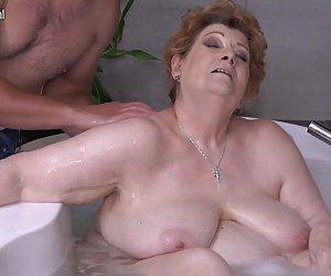 Maduras gordas mamá follando hijo en el baño fotos zorras