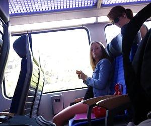 La filmación de las niñas en el tren y cum cojiendo putas