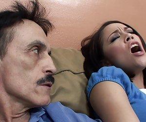 Kristina videoporn rose deepthroats paso-papá dick