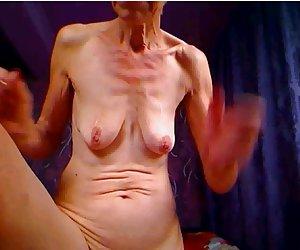Feo de la abuelita plantea para la cam y pica el culo videos por xxx