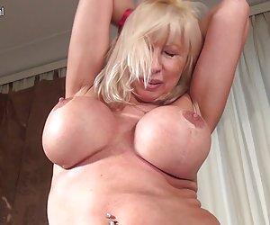 Grandes pechos de la madre con hambre de una buena cogida videos xxx gratis