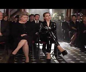 Martina hill im sexy schwarzen traje de látex videos xx