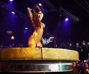 Ibiza disco rave party desnudo gogo niñas en el escenario ver putas