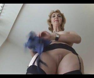 Maduro inglés blonde babe en las medias de upskirt tomadura de pelo videos gratis porno